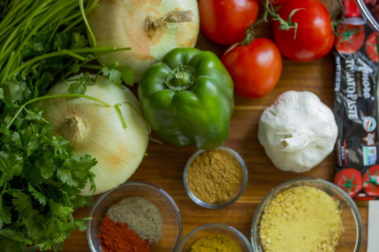 Природные источники зеаксантина: темно-зеленые листовые овощи, такие как шпинат и листовая капуста; брокколи; Брюссельская капуста; цуккини; болгарский перец; авокадо; яичные желтки. Оранжевый сладкий перец содержит больше зеаксантина, чем любая другая натуральная пища.